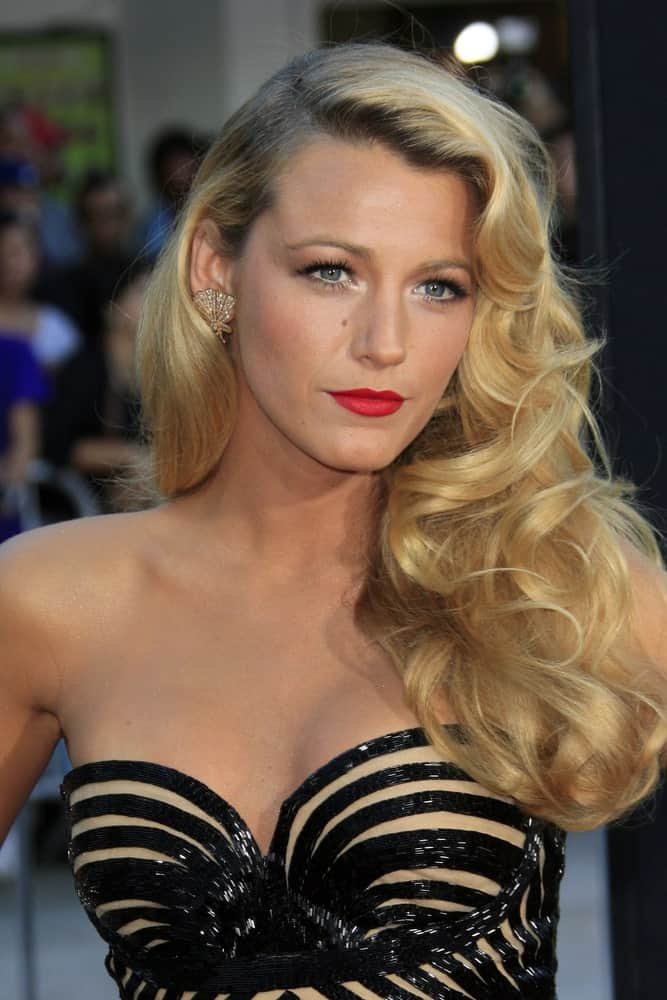 "Channeling her inner Marilyn Monroe, Blake Lively arrived at the ""Savages"" Premiere at Village Theater last June 25, 2012 with an elegant and vintage look to her side-swept blond hairstyle."