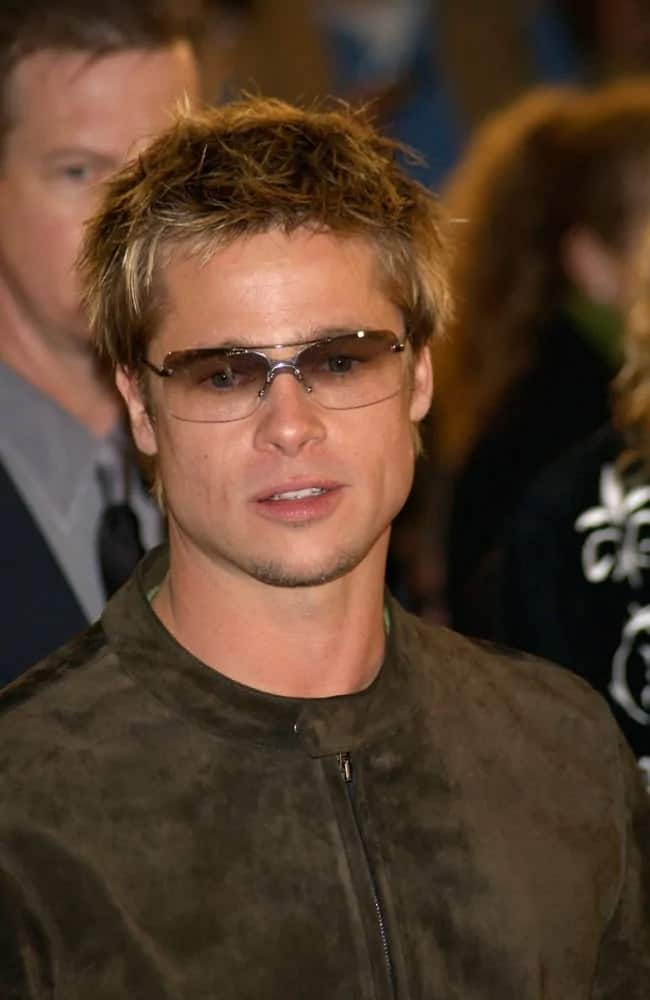 """Brad Pitt looked amazing with his zipped up velvet jacket and his highlighted short hair with wild highlighted spikes at the premiere of the movie """"Spy Game"""" back in 2001."""