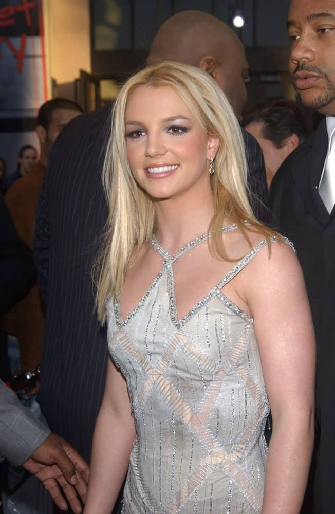 Britney Spears went with a simple loose hairstyle that's tousled a bit during the 31st Annual American Music Awards on November 16, 2003.