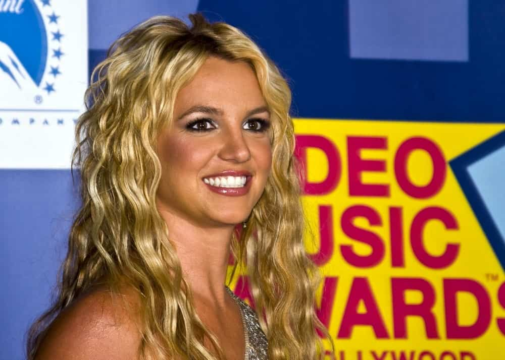 Singer Britney Spears flaunted her sandy blonde permed hair at the 2008 MTV Video Music Awards held at Paramount Pictures Studio last September 7th.