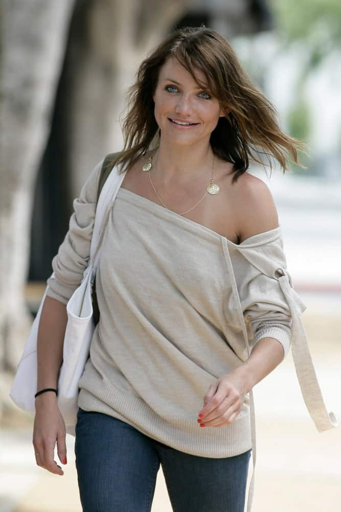 In West Hollywood, California last April 2, 2007, Cameron Diaz was seen leaving the gym after a meeting with her personal trainer. She wore casual jeans and shirt outfit with her light brown tousled wavy hairstyle.