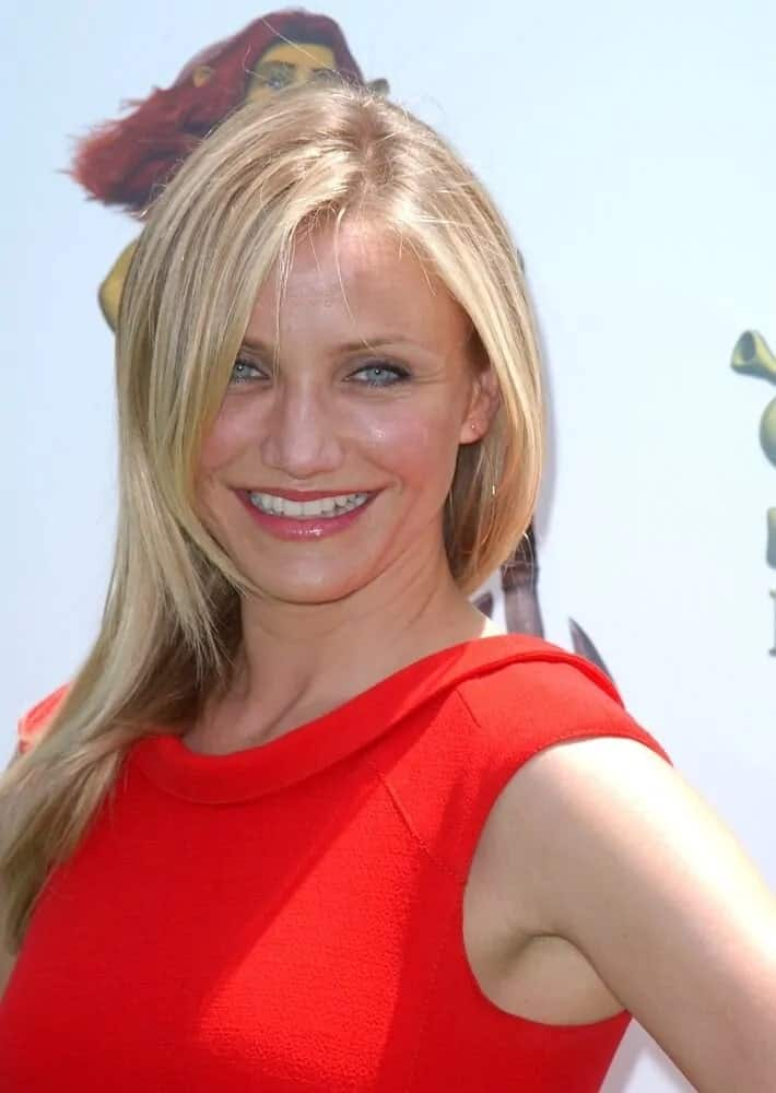 During the Shrek Forever After Hollywood Premiere held last May 16, 2010, Cameron Diaz wore a simple yet elegant red dress with her straight layered blond hair.