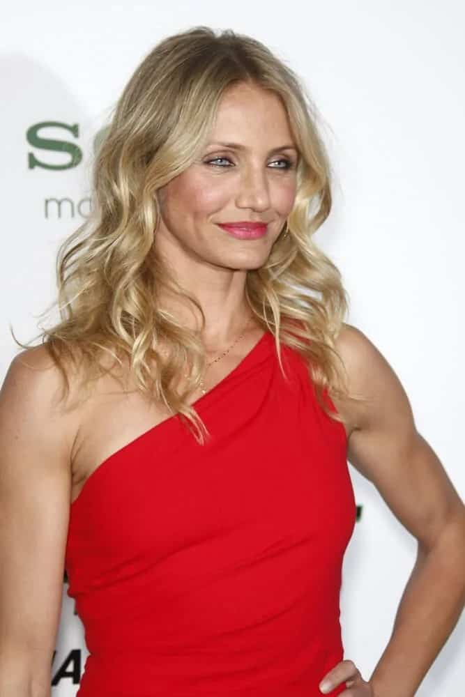 "Cameron Diaz paired her sexy red dress with a loosely curled hairstyle that was tousled for extra volume. She wore this look last January 10, 2011, for the ""Green Hornet"" Premiere at Grauman's Chinese Theater."