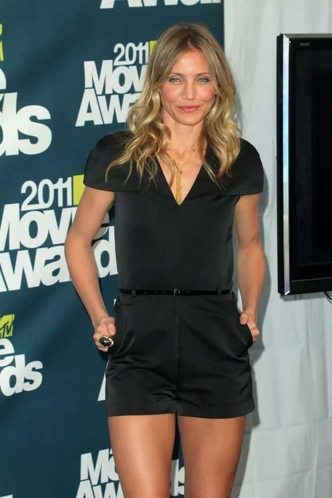 Cameron Diaz went with a wavy and loose sandy blond hairstyle to pair her all-black outfit during the 2011 MTV Movie Awards last June 5, 2011.