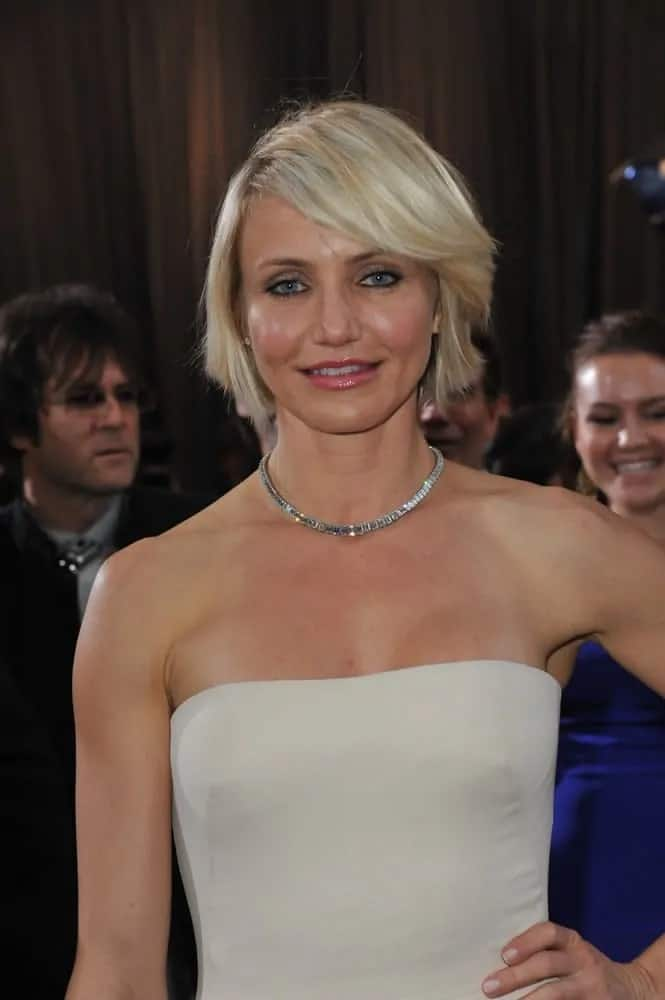 The talented actress rocked a sexy, choppy bob with a deep side part for her platinum blonde mane at the 84th Annual Academy Awards on February 26, 2012.