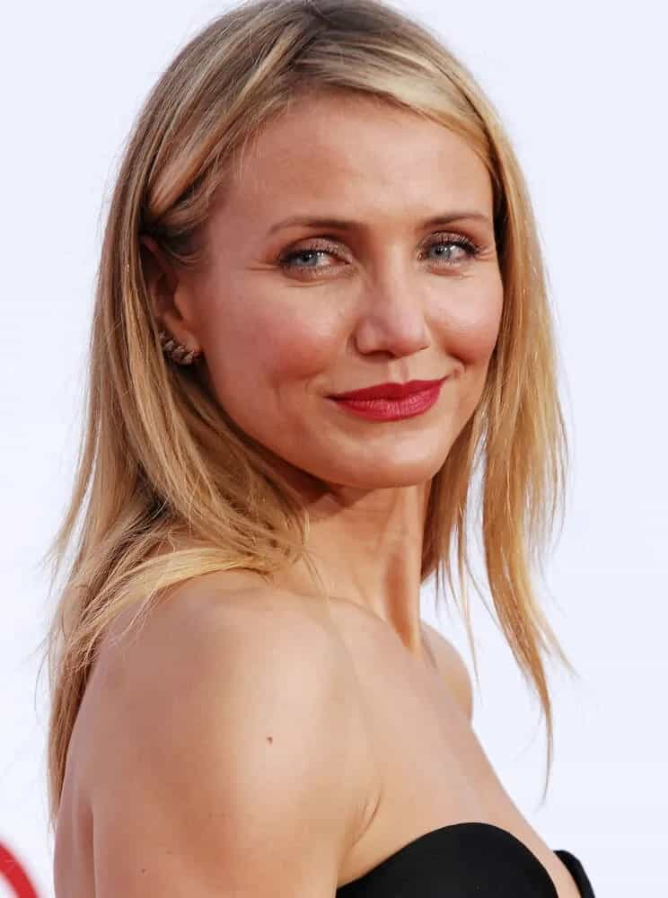 "During the 2014 ""The Other Woman"" Los Angeles Premiere, she sported an effortless loose center-parted hairstyle with blond layers and finished it off with some bold red lips."
