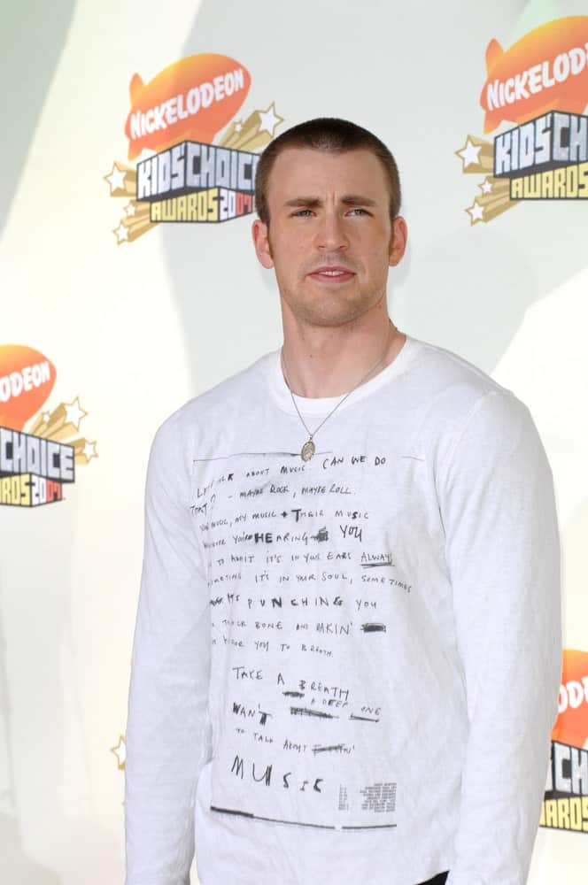 Chris Evans showed off his handsome physique complemented by a buzz cut hairstyle at Nickelodeon's 20th Anniversary Kids' Choice Awards at UCLA's Pauley Pavilion in Los Angeles on March 31, 2007.