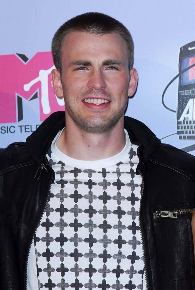 Chris Evans sported an edgy buzz cut hairstyle to go with his casual black leather jacket and brilliant smile at the 2007 MTV Movie Awards held at the Gibson Amphitheatre in Universal City.