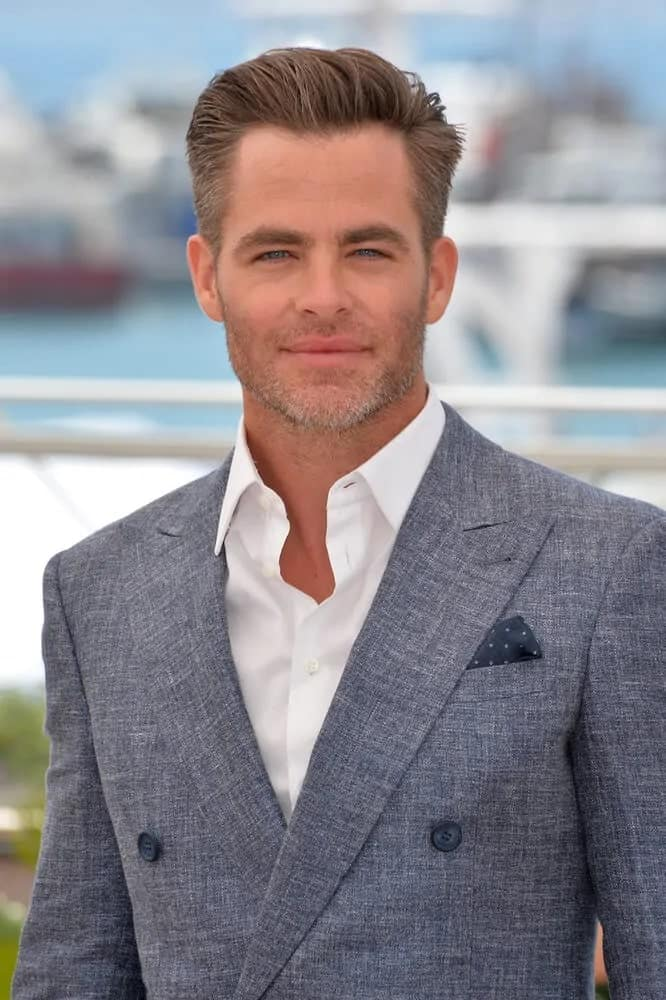 """Hollywood actor Chris Pine dazzled with his slick pompadour look and five o'clock shadow at the photocall for """"Hell or High Water"""" at the 2016 69th Festival de Cannes."""