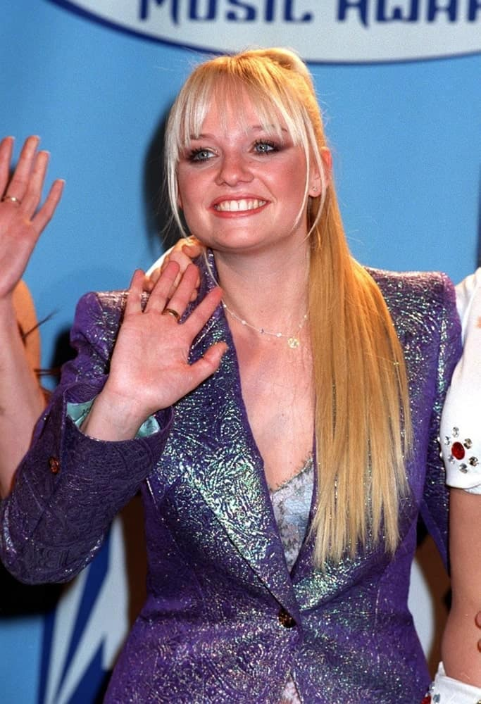The singer-songwriter gathered her long blonde locks into a high ponytail with jagged bangs at the Billboard Music Awards last December 8, 1997.