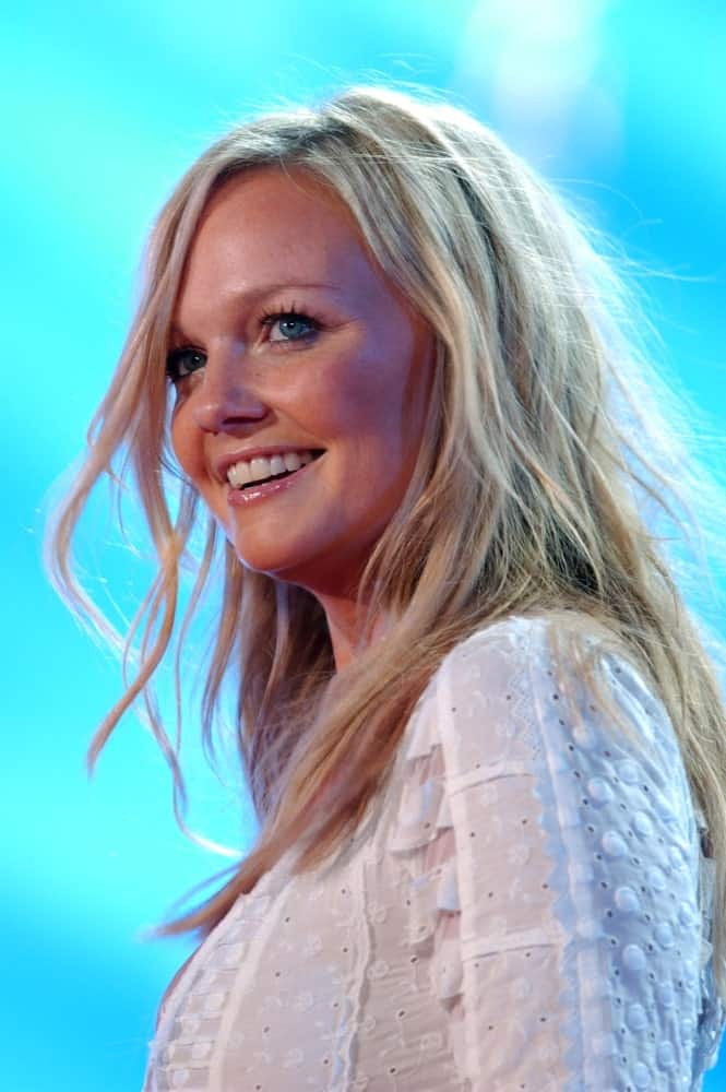 The singer-songwriter exhibited her tousled blonde waves during the concert at the musical event