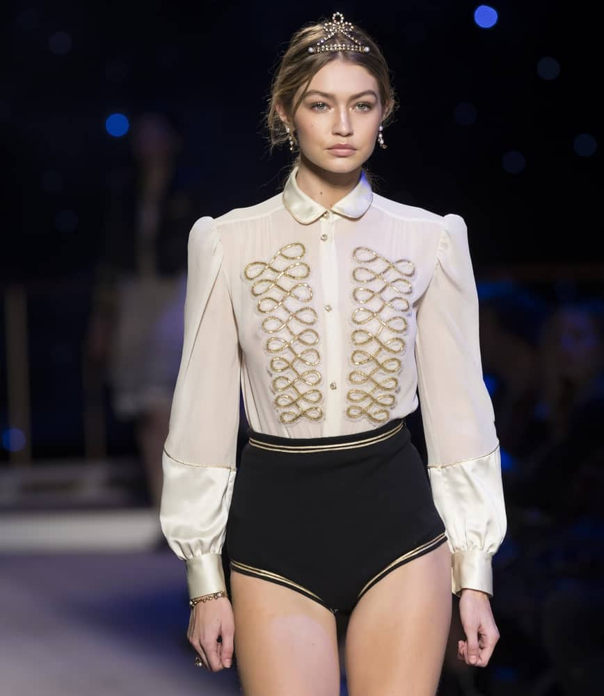 Gigi Hadid walked the runway during the Tommy Hilfiger Women's show on February 15, 2016 at Park Avenue Armory in New York City. She looked gorgeous with her messy ponytail hairstyle fitted with a tiara headband.