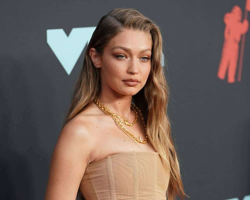 Gigi Hadid wore a fashionable flesh-colored corset outfit with her side-swept wavy hairstyle and simple make-up at the MTV Video Music Awards at the Prudential Center on August 26, 2019, in Newark, New Jersey.