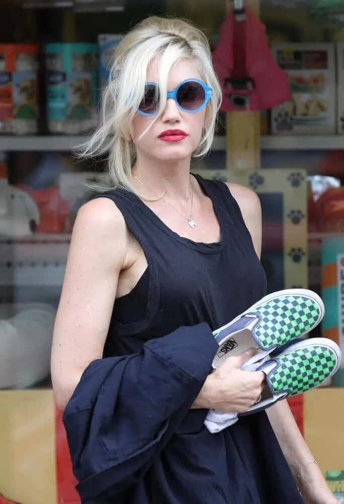 Gwen Stefani was spotted in Primrose Hill in London last August 20, 2013, with a messy loose half-up bun and long side-swept bangs that went well with her sunglasses and lipstick.