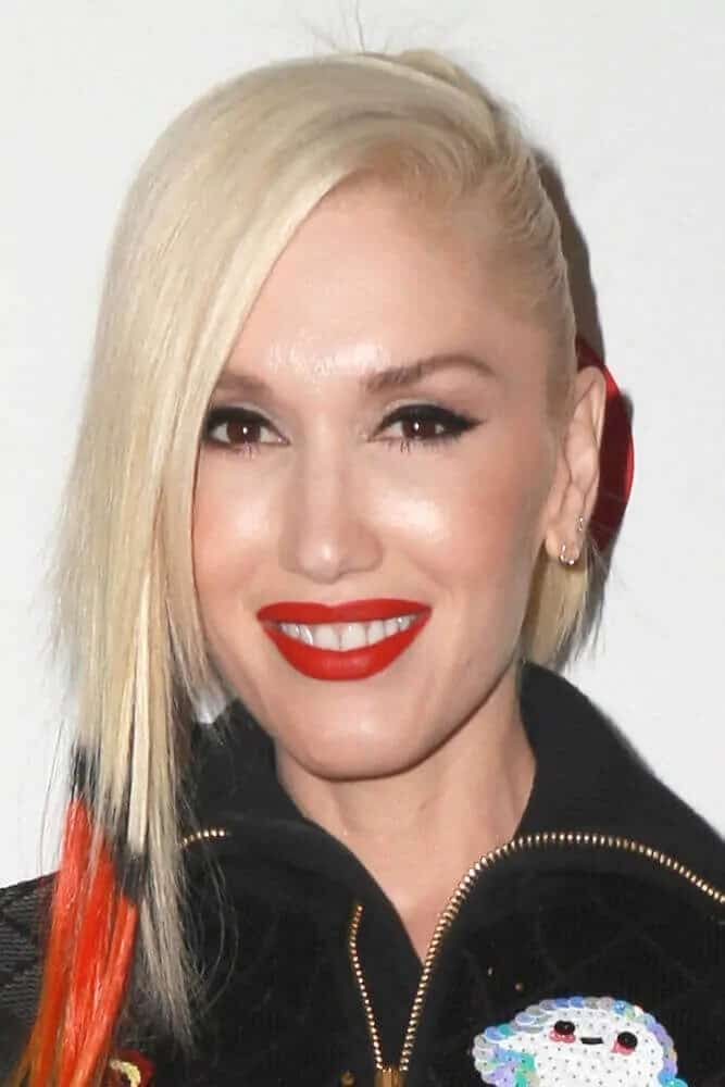 Last December 5, 2014, Gwen Stefani attended the KIIS FM's Jingle Ball 2014 with an orange and black-tipped dyed hair arranged in a ponytail with long side bangs.