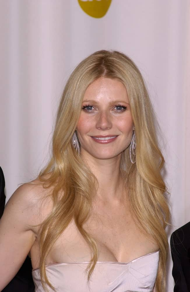 Gwyneth Paltrow was spotted at the 77th Annual Academy Awards at the Kodak Theatre on February 27, 2005 with long flowy waves cascading down her shoulders.