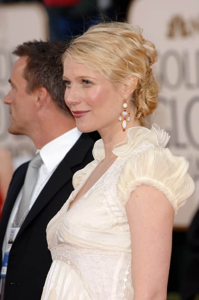 Gwyneth Paltrow wore a glamorous curly updo emphasizing her dangling earrings during the 63rd Annual Golden Globe Awards at the Beverly Hilton Hotel on January 16, 2006.