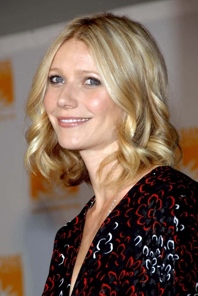 Gwyneth Paltrow exhibited a charming look in short spiral curls with subtle highlights at the Food Bank For New York City's 5th Annual Can-Do Awards Dinner last April 7, 2008.