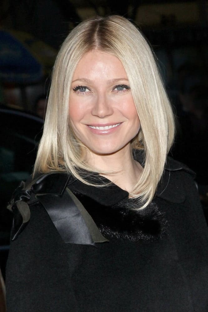 The actress had her blonde center-parted hair brushed inwardly during the VALENTINO THE LAST EMPEROR Premiere at the MoMA Museum of Modern Art, New York on March 17, 2009.