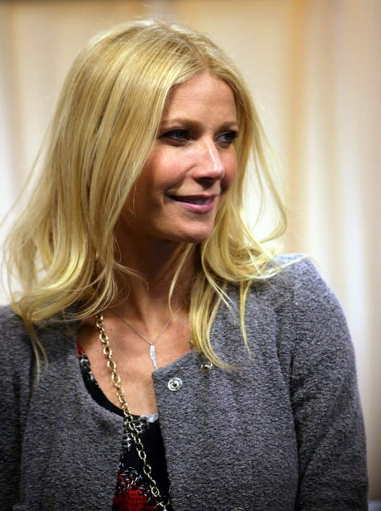On April 14, 2011, the actress arrived at Barnes & Noble on 5th Avenue in New York City with her blonde tousled tresses arranged with subtle waves.