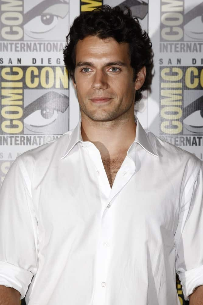 Henry Cavill was seen at the press panel for 'Immortals' at Comic Con 2011 last July 23rd showcasing his black curly hair contrasting his white button-down polo.