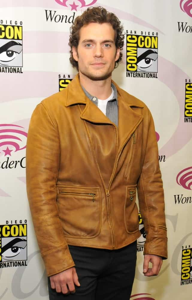 The actor poses for the gathered press during the Wonder-Con convention held on April 2, 2011. He sported an edgy yet classy look featuring his medium-length wavy hair paired with a brown leather jacket.