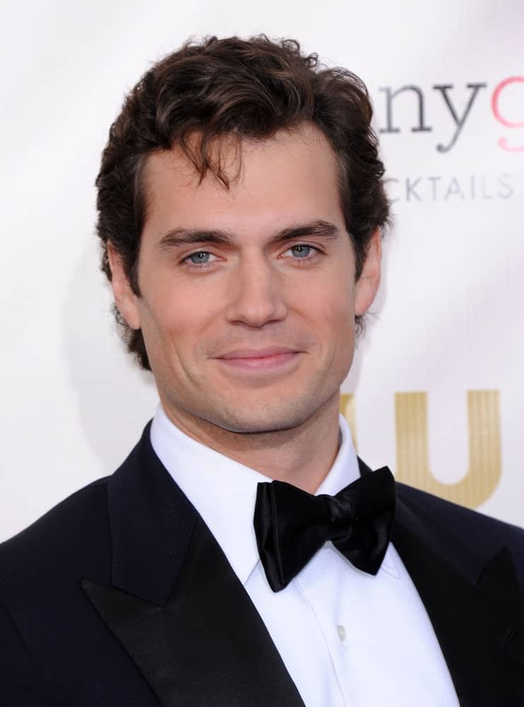 During the Critic's Choice Awards 2013 on January 10th, Henry Cavill appeared with short shaggy hair complementing his classic black suit.