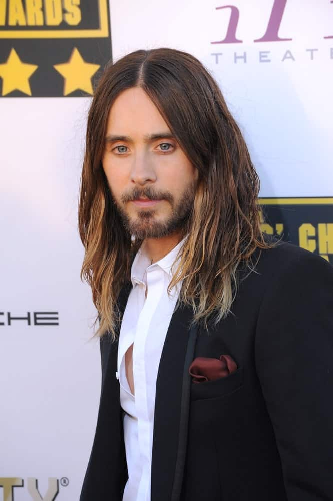 During the 19th Annual Critics' Choice Awards on January 16, 2014, Jared Leto showed off his long highlighted hair styled with mini tousled waves.