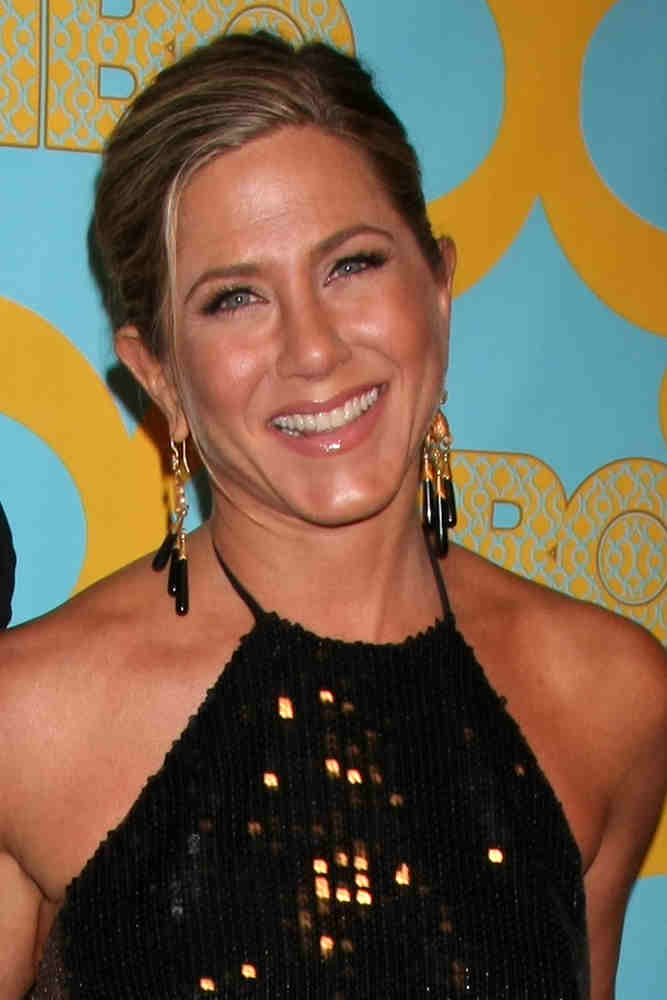 Jennifer Aniston wore a neat upstyle hairstyle that accentuated her sharp facial features at the HBO Post Golden Globe Party on January 11, 2015. It was complemented with dangling earrings and a sequined halter dress.