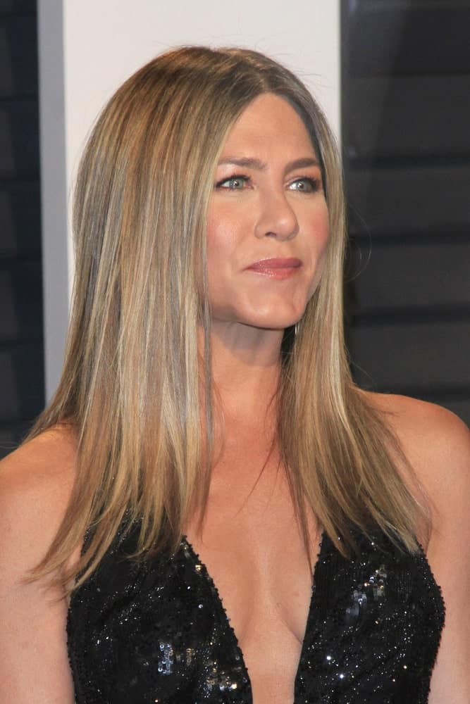 Jennifer Aniston exhibited a sleek look with her medium-length straight hair paired with a black sequined dress. This look was worn at the 2017 Vanity Fair Oscar Party at the Wallis Annenberg Center on February 26, 2017.
