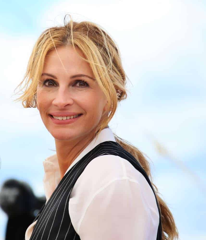 Julia Roberts styled her long, blonde tresses with a messy low ponytail and parted bangs for the 'Money Monster' photocall on May 12, 2016.