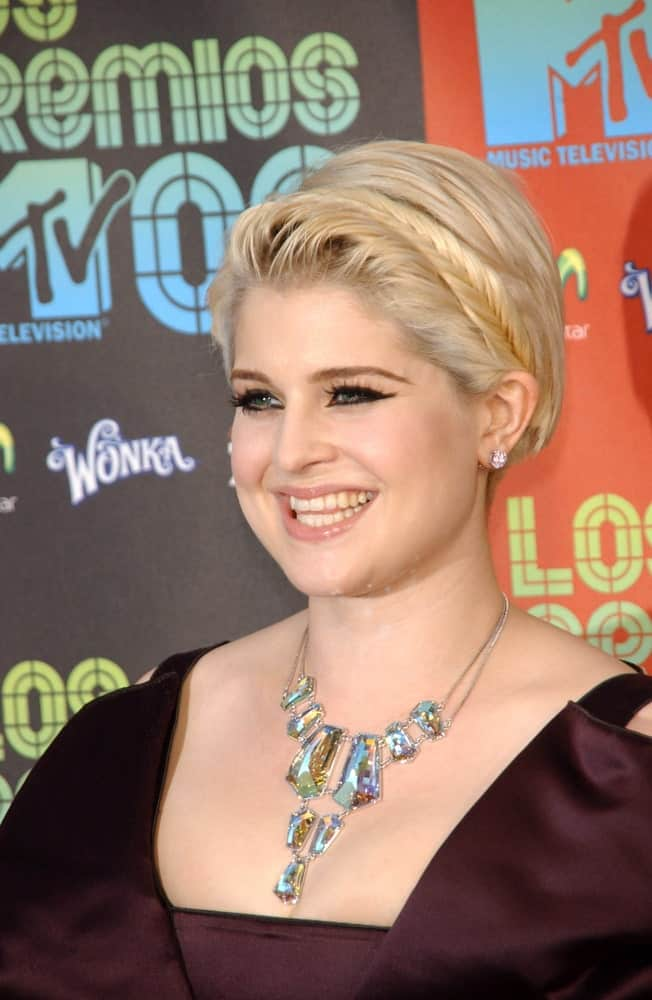 Kelly Osbourne rocking a short side-swept blonde hairstyle at the Los Premios MTV 2009, 15th of October.