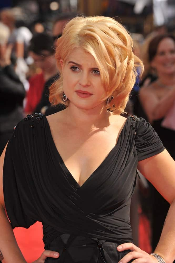 Kelly Osbourne looking elegant with the combination of her blonde wavy hair and black dress, seen at the 2010 Primetime Emmy Awards at the Nokia Theatre, 29th of August.