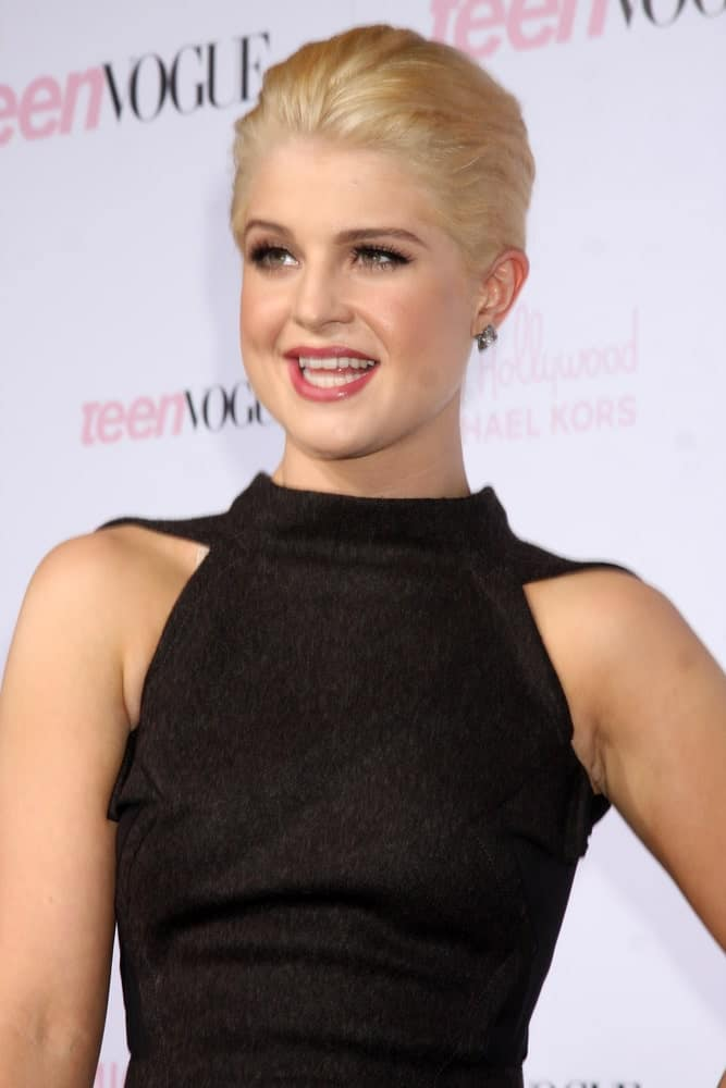 A sexy-looking Kelly Osbourne was seen arriving at the 8th Teen Vogue Young Hollywood Party with her blonde hair, October 1, 2010.