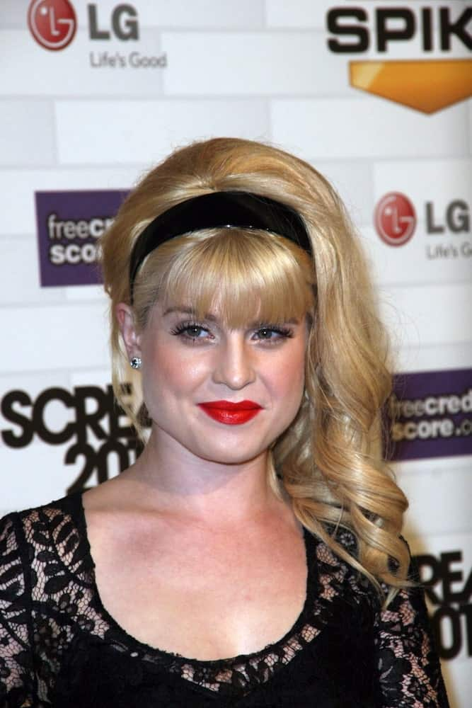 Kelly Osbourne sporting a medium-length blonde hairstyle with slight twists at the end. She also wears a headband. She looks very gorgeous. Photo taken on October 16, 2010.