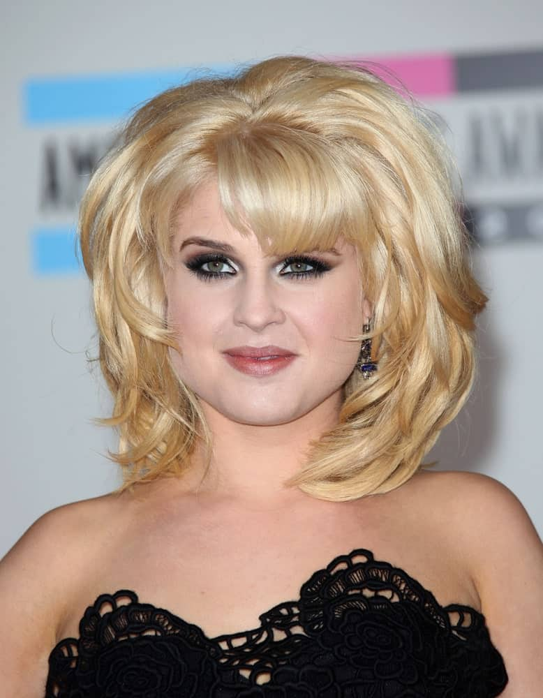 Kelly Osbourne looking gorgeous with her blonde medium-length haircut and with her black dress. Photo was taken at the American Music Awards 2010, 21st of November.