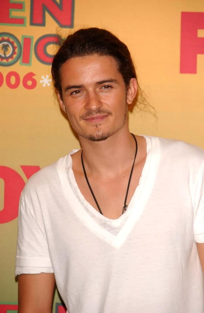 Orlando Bloom was quite the hunk with his simple white shirt and his long hair styled into a man-bun at the 2006 Teen Choice Awards - Press Room at Gibson Amphitheatre on August 20, 2006 in Universal City.