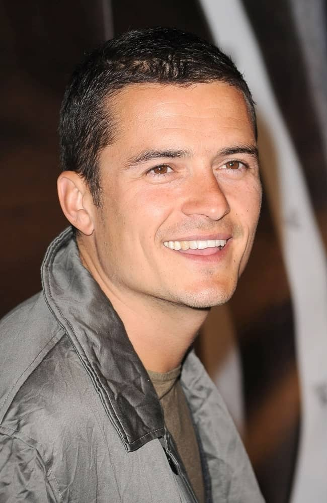Orlando Bloom was at the Burberry Lights Up New York Skyline held at The New York Palace Hotel on May 28, 2009. He kept it casual with a shirt and jacket outfit that complemented with his buzz cut hairstyle.