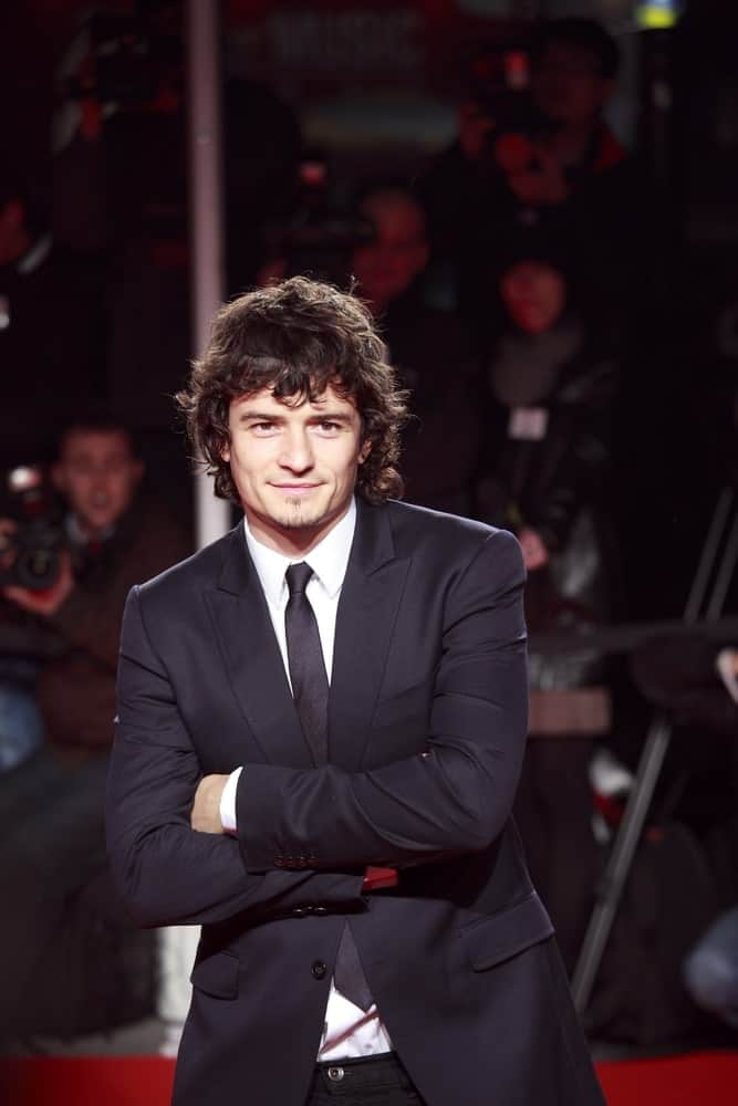 Orlando Bloom attended the Extreme Beauty In Vogue party at the Palazzina della Ragione on March 2, 2009 in Milan, Italy. He paired his smart casual outfit with a shaggy and messy fringe that has tousled curls.