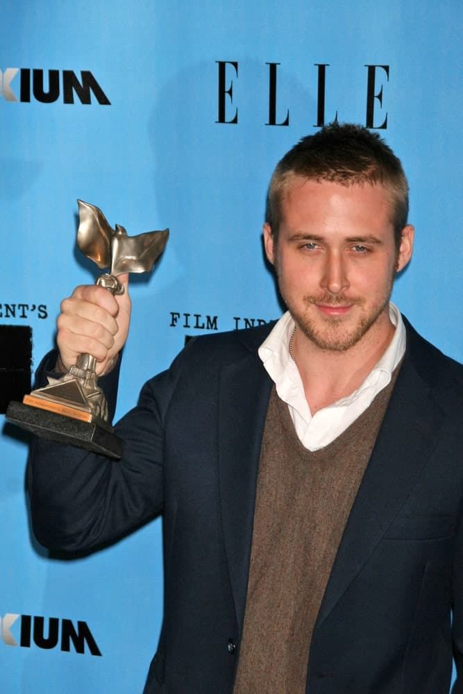 On February 24, 2007, Ryan Gosling had a short crew cut hairstyle that worked quite well with his dapper outfit at the 2007 Film Independent's Spirit Awards in Santa Monica Pier, Santa Monica.