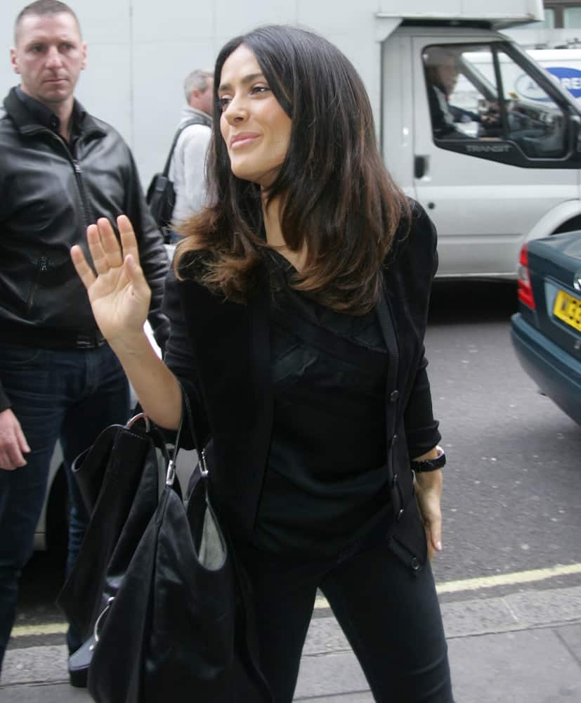 Salma Hayek was seen at the BBC studios last Oct 6, 2015 in London in a casual black ensemble outfit paired with casual loose tousled wavy hair and a bright smile.