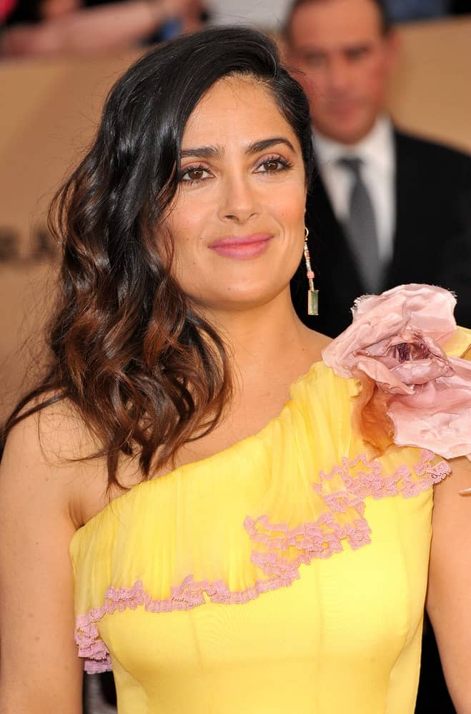 Salma Hayek's long and wavy hair was side-parted to pair her bright and sunny yellow dress at the 23rd Annual Screen Actors Guild Awards held at The Shrine Expo Hall in Los Angeles last January 29, 2017.