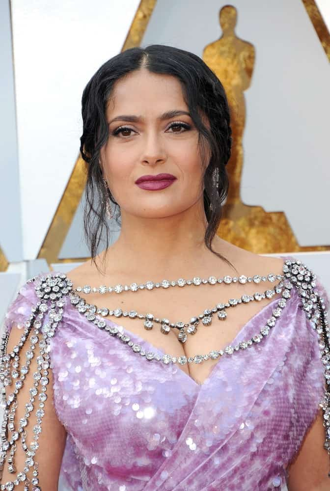 Salma Hayek was at the 90th Annual Academy Awards held at the Dolby Theatre in Hollywood last March 4, 2018. She was a vision of beauty in her shiny jeweled dress complemented by a messy upstyle with braids and curly side bangs.