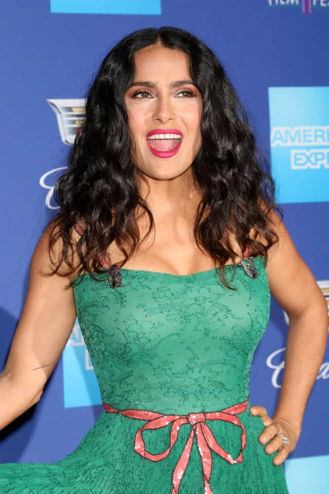 Salma Hayek was at the 2018 Palm Springs International Film Festival Gala last January 2, 2018, in Palm Springs. She channeled her quirky side with a sweet and fun green dress topped with loose and tousled curly hair.