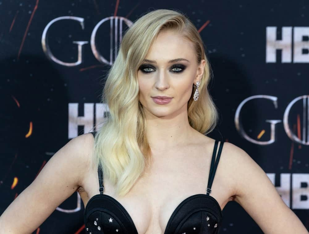 On April 3, 2019, Sophie Turner arrived at the HBO Game of Thrones final season premiere at Radio City Music Hall with side-swept blonde waves beautifully contrasted by her black smokey eyes.