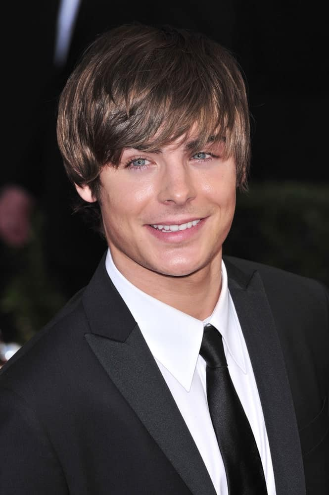 Zac Efron in a black suit and fringe hairstyle, photo taken at the 14th Annual Screen Actors Guild Awards on January 27, 2008.