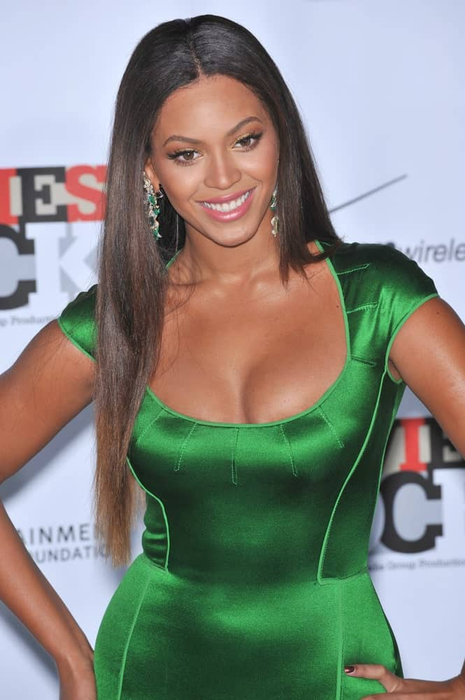 Beyonce stands out in a metallic green dress that goes well with her loose straight hair during the Movies Rock: A Celebration of Music in Film at the Kodak Theatre, Hollywood on December 2, 2007.