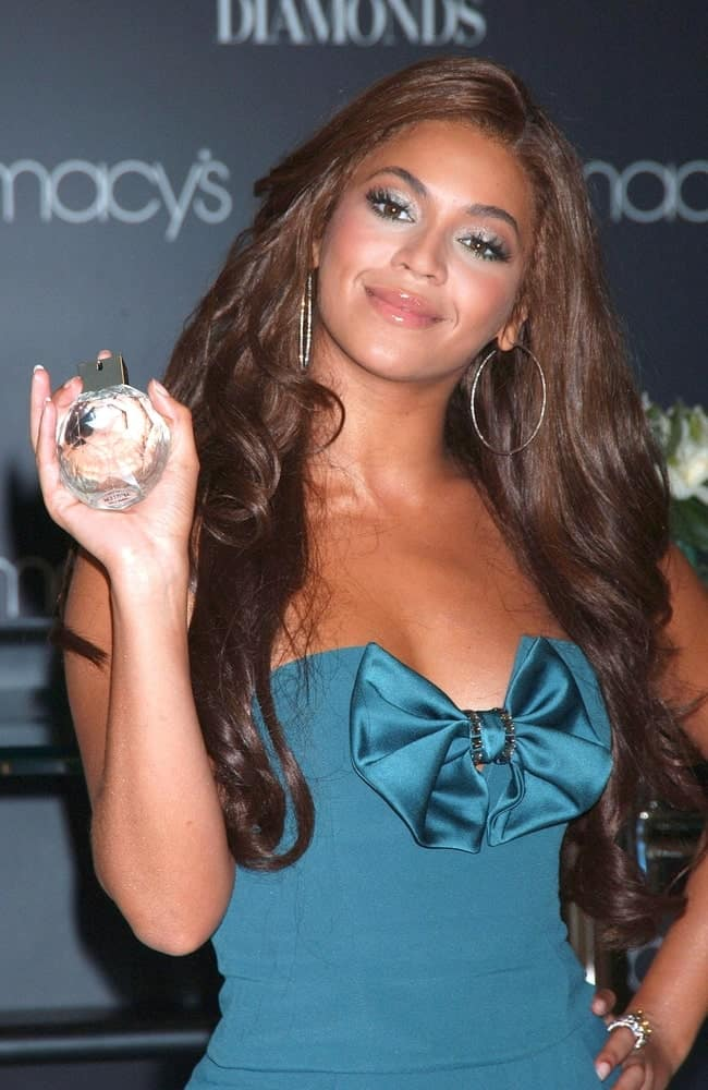 Beyonce with her long side-parted waves at the Emporio Armani Diamonds Fragrance Launch Event held on August 16, 2007. She complimented it with hoop earrings and a lovely blue dress.