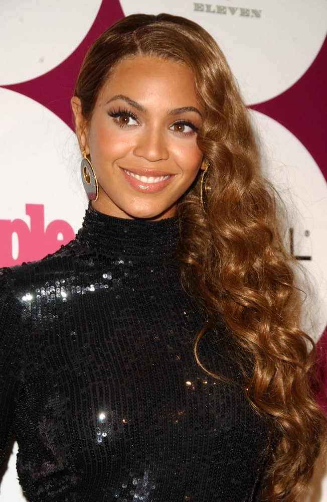 Beyonce rocked a long side-parted hairdo styled with defined curls at the 2007 Sony/BMG Grammy After Party at Beverly Hills Hotel on February 11, 2007.