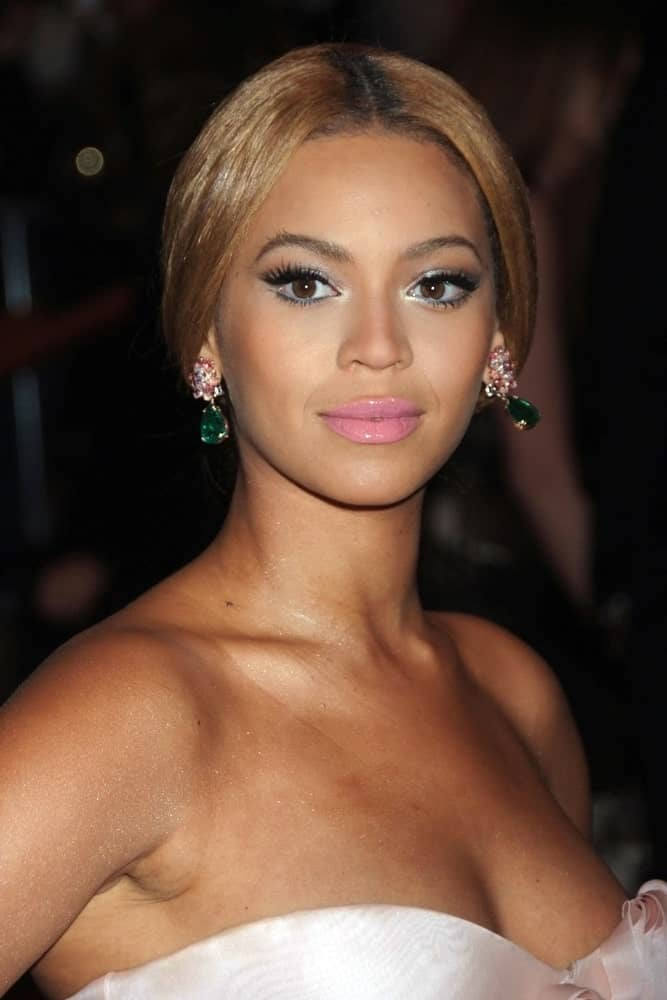 Beyonce Knowles emphasized her emerald earrings with a loose center-parted updo that she wore at the Superheroes Fashion and Fantasy Gala on May 5, 2008.